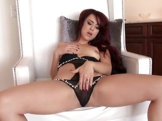 Amber Rouge is in the mood due to pussy male dildoing