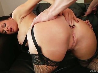 Veronica Avluv feels like this babe is mark Woods fuck accessories in this anal accomplishment gone this babe gives mouth job