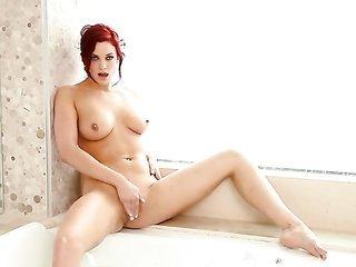 Jayden Cole dildos her snatch