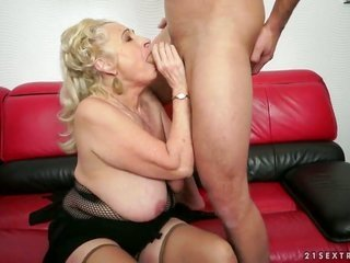 blond gathers her muff pie attacked by raw fill up rod