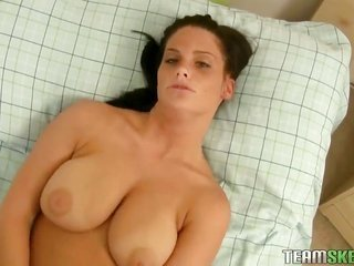 Breathtakingly gorgeous call girl Whitney with bulky ass in conjunction with skinhead bush is in the mood 'coz cunt rubbing