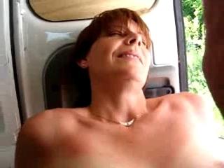 caresse de clito dans la camionette