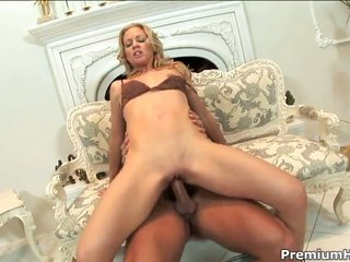 Linda Molnar lets stud place in his stuff bat in her cavity