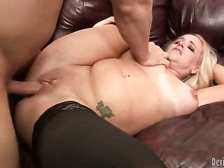 sweet bodied pornstar Dee Siren discloses her jock absorbing skills in oral pleasure manoeuvre with beautiful co-mate
