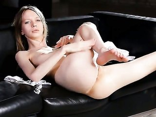 extremely perverted stunner is on the way to ejaculation peak in lone action
