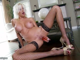 blonde Puma Swede playing with herself on online cam