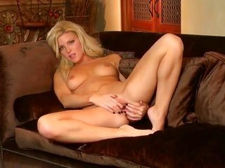 Niki youthful uncovers body down to her expose body skin by cause of your viewing entertainment