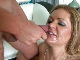 Dane Cross stretches bodacious Payton Leighs enjoy tunnel with his inflexible sausage to the restraint