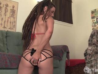 pierced dilettante Jazmin Masturbating