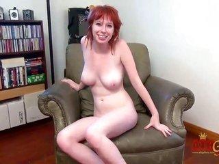 Zoey Nixon puts dildo in her fur pie pie